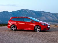 2012 Ford Focus ST Wagon, 3 of 4