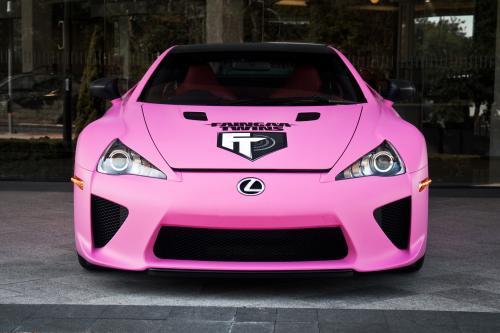 Lexus LFA идет розовый в поддержку Брест раком