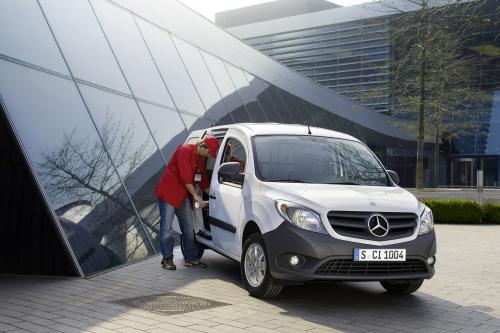 2012 Mercedes-Benz Citan - новый семейный минивэн