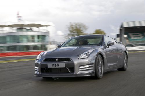 2013 Nissan GT-R R35 - 10.87 секунд на 1/4 мили с 201 км/ч