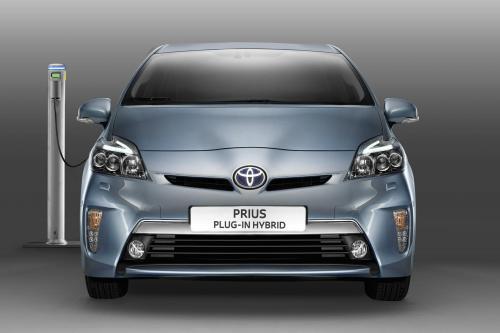 2012 Toyota Prius Plug-In Hybrid с низкие выбросы CO2 на рынке