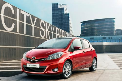 2012 Toyota Yaris обеспечивает исключительное сочетание топливной экономичности и производительности
