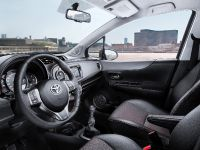 2012 Toyota Yaris, 2 of 6