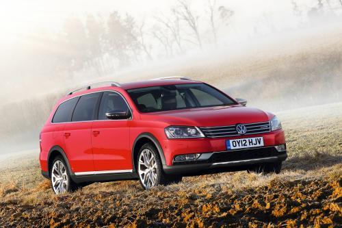 2012 Volkswagen Passat Alltrack Великобритании по цене £28 475