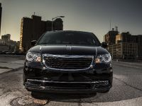 2013 Chrysler Town And Country S , 1 of 19