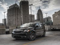 2013 Chrysler Town And Country S , 5 of 19