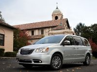 2013 Chrysler Town And Country S , 7 of 19