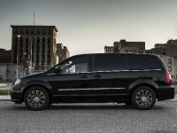 2013 Chrysler Town And Country S , 8 of 19
