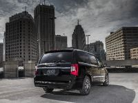 2013 Chrysler Town And Country S , 9 of 19