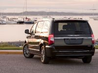 2013 Chrysler Town And Country S , 10 of 19