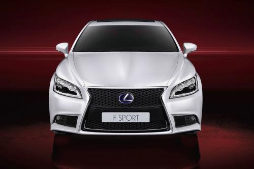 Lexus запускает 2013 LS Line