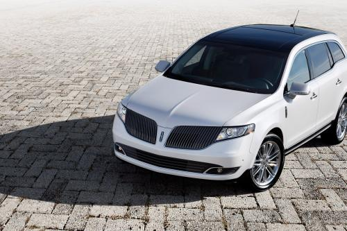2013 Lincoln MKS и Lincoln MKT