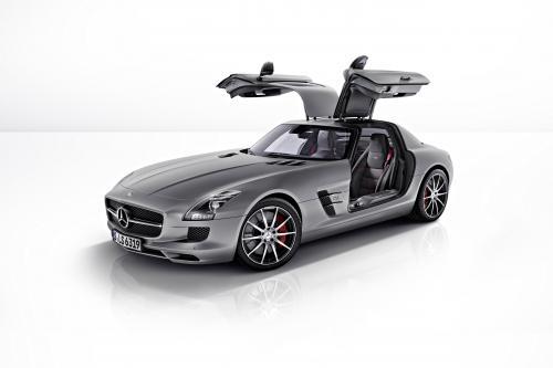 2013 Mercedes-Benz SLS AMG GT, который обеспечивает улучшенную динамику вождения