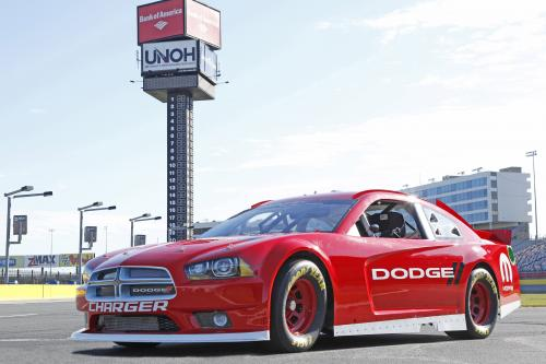 2013 NASCAR Sprint Cup Dodge Charger конкурировать в NASCAR
