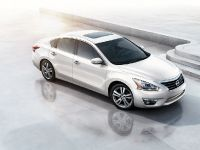 2013 Nissan Altima Sedan, 2 of 10