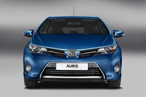 2013 Toyota Auris Hybrid дебютирует в Париже
