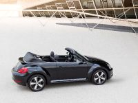2013 Volkswagen Beetle Cabriolet Exclusive, 2 of 3