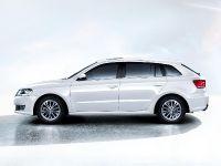 2013 Volkswagen Gran Lavida, 2 of 3