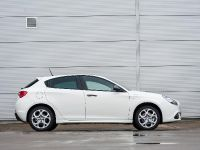 2014 Alfa Romeo Giulietta Sprint, 2 of 5
