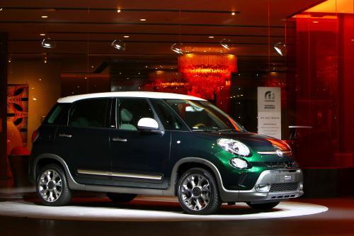 2014 Fiat 500L Trekking получает Moparized