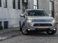 2014 Mitsubishi Outlander , 3 of 22