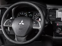 2014 Mitsubishi Outlander , 9 of 22