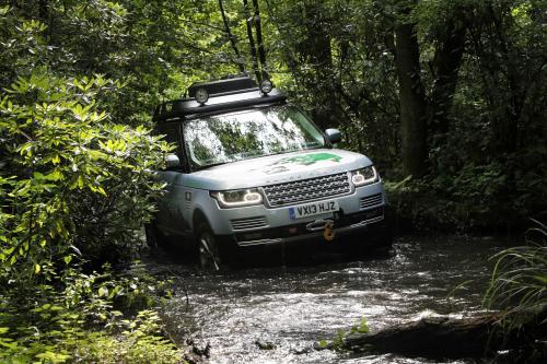 Land Rover Запускает Первый Гибридный Land Rover
