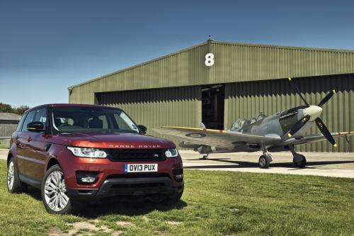 2014 Range Rover Sport vs Spitfire [видео]