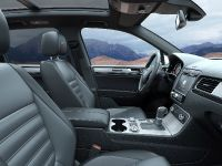 2014 Volkswagen Touareg Facelift, 2 of 2