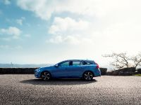 2014 Volvo V60 Plug-in Hybrid R-Design, 5 of 10