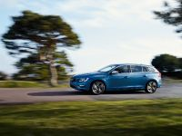 2014 Volvo V60 Plug-in Hybrid R-Design, 7 of 10