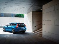 2014 Volvo V60 Plug-in Hybrid R-Design, 8 of 10