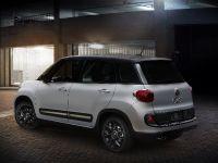 2015 Fiat 500L Urbana Trekking, 2 of 3