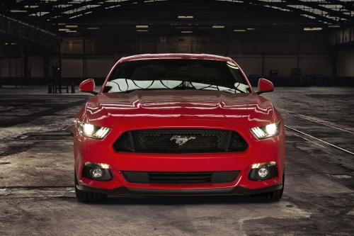 Форд с последними моделями в автосалоне Гудвуда