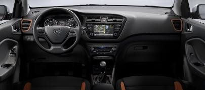 Hyundai i20 Coupe (2015) - picture 7 of 7