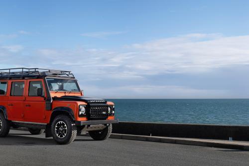 2015 Land Rover Defender Adventure [7 фотографий автомобиля]