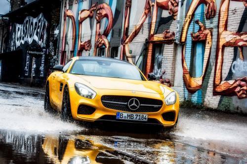 Мерседес-Бенц АМГ ГТ ы показывает ее универсальный характер в Берлин