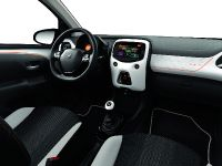 2015 Peugeot 108 Roland Garros Special Edition, 7 of 9