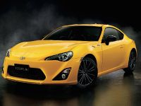 2015 Toyota 86 Yellow Limited, 3 of 11