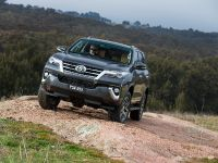 2015 Toyota Fortuner , 3 of 16