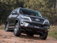 2015 Toyota Fortuner , 4 of 16
