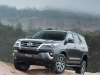 2015 Toyota Fortuner , 7 of 16
