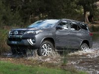 2015 Toyota Fortuner , 10 of 16