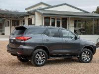 2015 Toyota Fortuner , 11 of 16