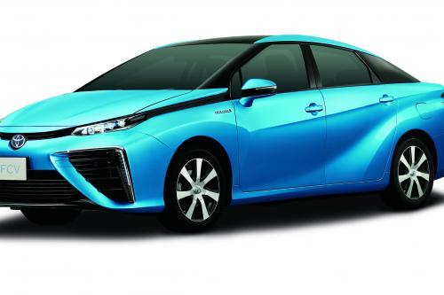 2015 Toyota на топливных элементах в кузове седан - водород здесь!