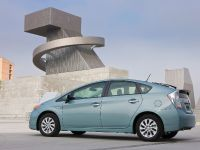 2015 Toyota Prius Plug-In Hybrid, 2 of 22