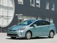 2015 Toyota Prius Plug-In Hybrid, 3 of 22