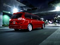 2015 Toyota Sienna, 2 of 6