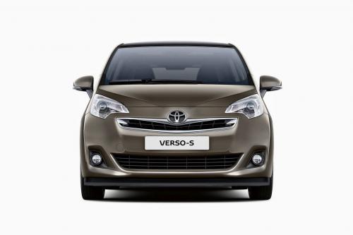 Тойота Версо-ы минивэн получает обновилась на 2015 год