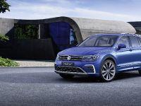 thumbnail image of 2015 Volkswagen Tiguan GTE Concept
